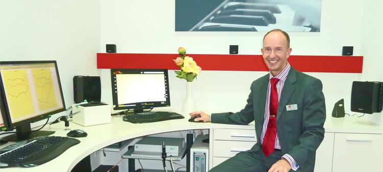 Lennard Lemke von LEMKE hören in Neu-Ulm freut sich über das Firmenjubiläum
