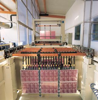 2015 Vollautomatischer Galvanoautomat- Die Warenträger werden mit Fahrwägen transportiert. Die Bearbeitungszeit für jedes Bad wird über PC/SPS gesteuert und überwacht.