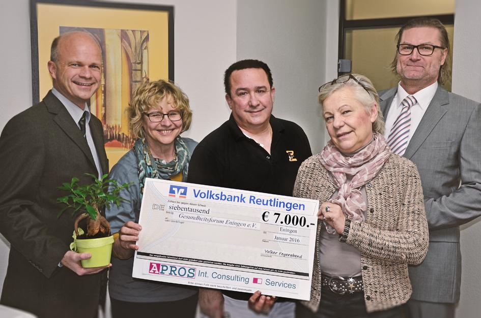 v. l. n. r.: Volker Feyerabend (APROS Geschäftsführer), Veronika Bittner-Wysk (1. Vorsitzende Gesundheitsforum), Dr. Alfred Zawadzki, Dr. Barbara Dürr (stellvertr. Bürgermeisterin Eningen), Michael Reiher (APROS Senior Berater)