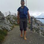 """Bernd Gerber bei einem seiner Barfußläufe. Seine Einblicke in die Zusammenhänge zwischen Fußgesundheit und allgemeinem Wohlergehen sind äußerst Spannend."""" width="""